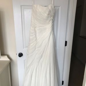 New never worn or altered ivory wedding dress